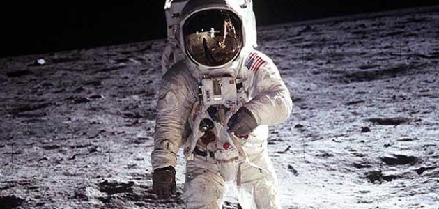 صورة معلومات عن رائد الفضاء , من هو رائد الفضاء