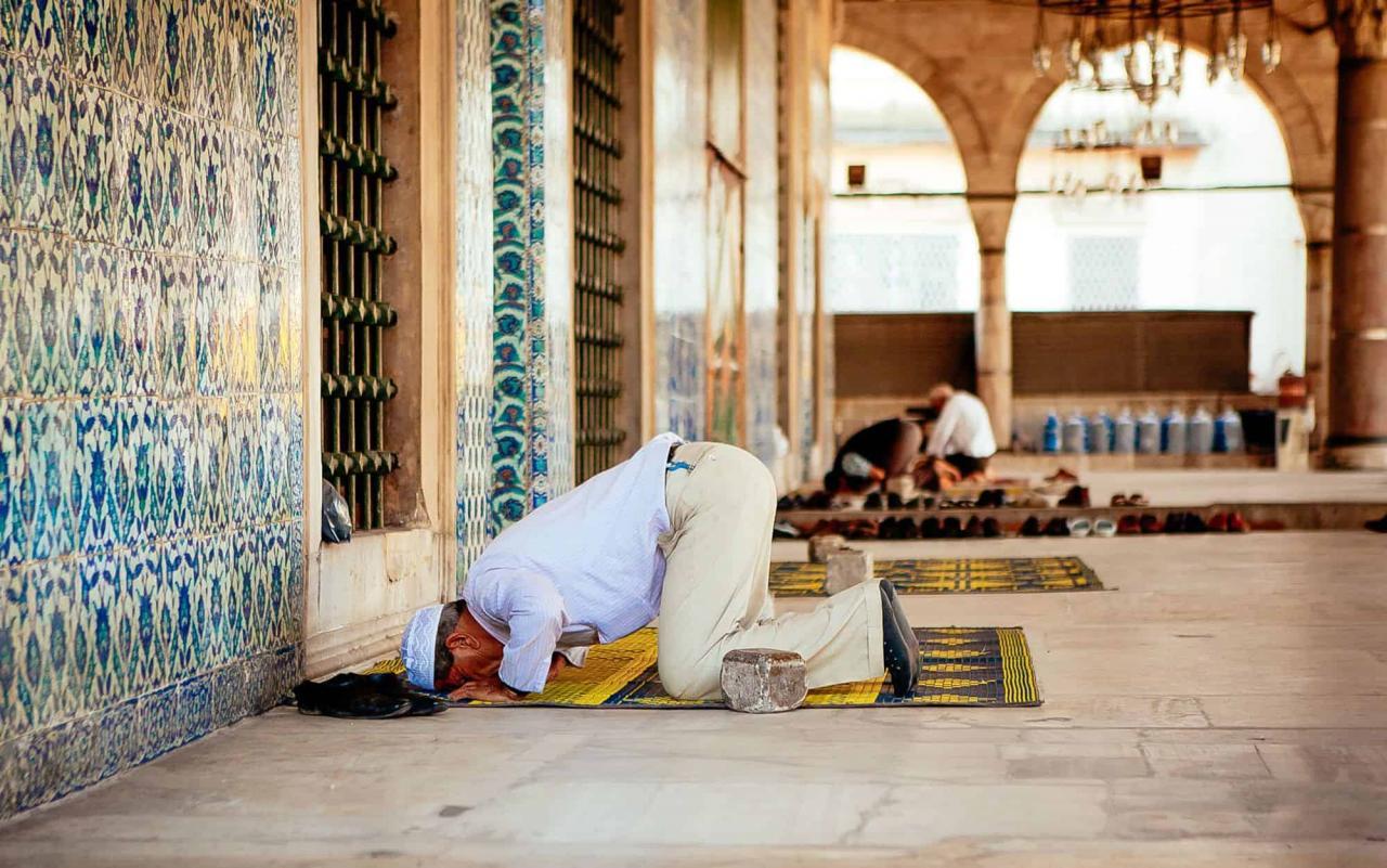 صورة من راى في المنام انه يصلي , تفسير الصلاة في المنام