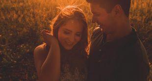 صورة كيف تعرف انها تحبك , علامات تدل على الحب